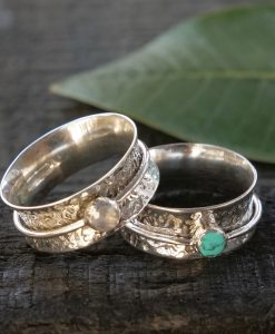 hammered stone spinner ring