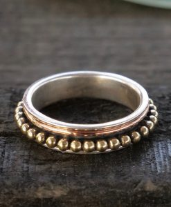 spotted brass band spinner ring